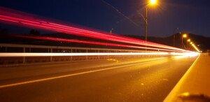LIchtstreifen von Autos bei Nacht | Verschlusszeit: 10s