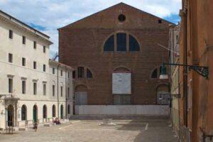 Altes Fabrikgebäude in Italien